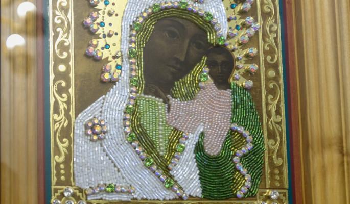 Владыка Николай совершил утреню с чтением акафиста Божией Матери пред Её иконою «Табынская» в Успенском кафедральном соборе г. Салавата