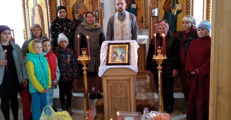 В храме в честь Благовещения Божией Матери с. Столяровка состоялось освящение Пасхальных снедей