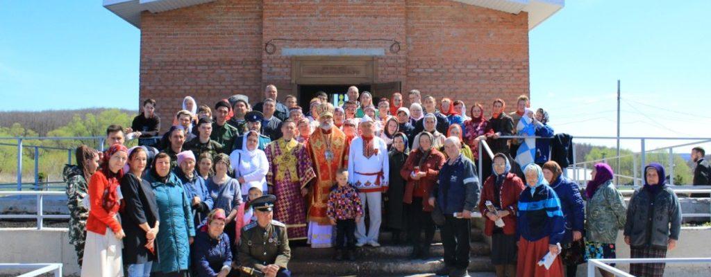 В понедельник Светлой седмицы Преосвященнейший епископ Николай совершил Литургию в храме святой блаженной Матроны Московской села Манеево